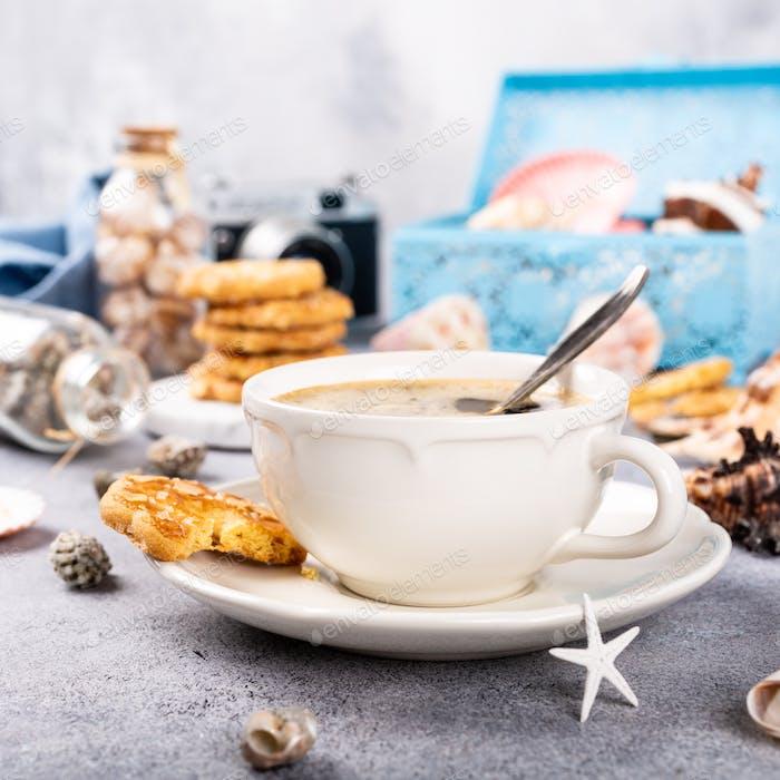 Kaffeetasse mit Plätzchen