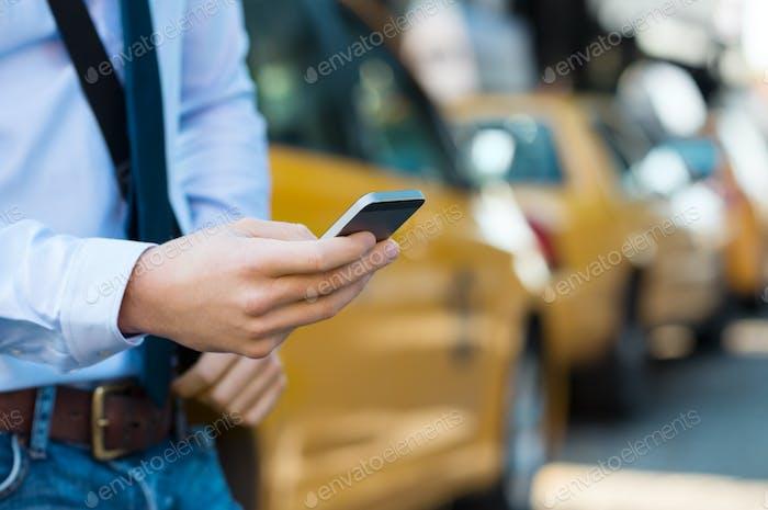 Taxi anrufen mit dem Telefon