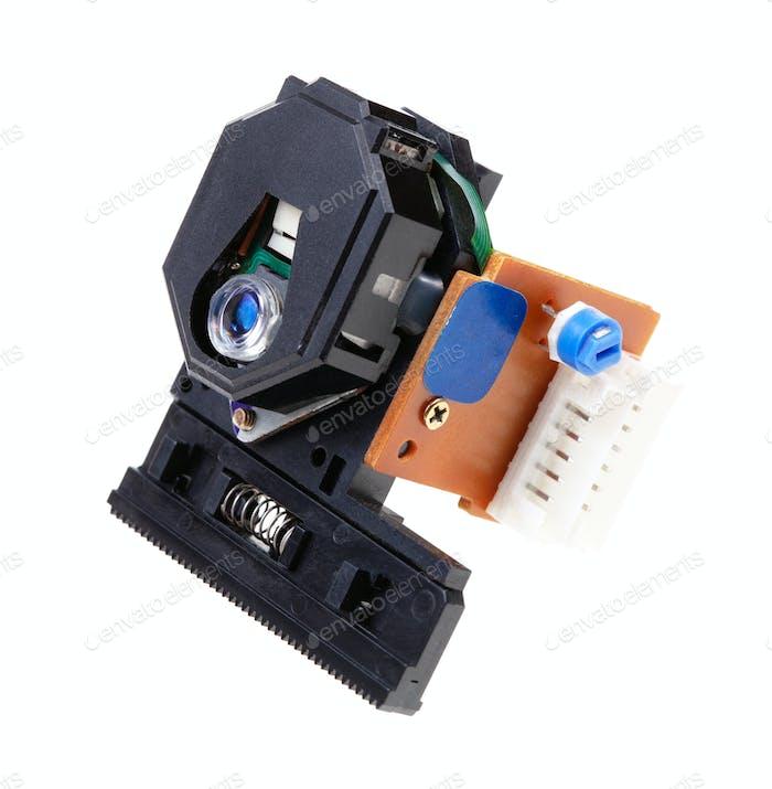 CD плеер лазерный объектив изолирован на белом