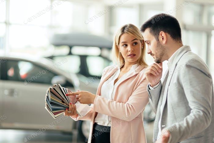 Customer choosing car color