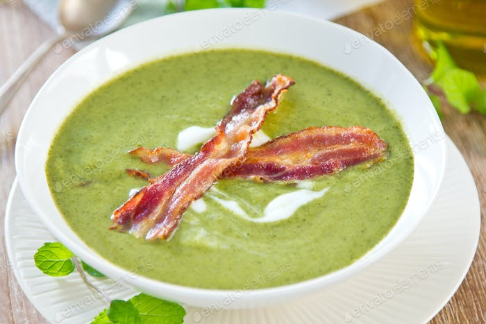 Peas with Mint and Celery soup