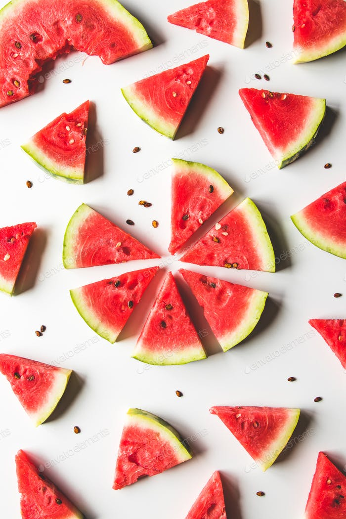 geschnittene Wassermelone auf weißem Hintergrund