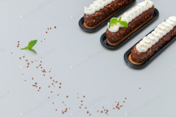 Mousse eclairs