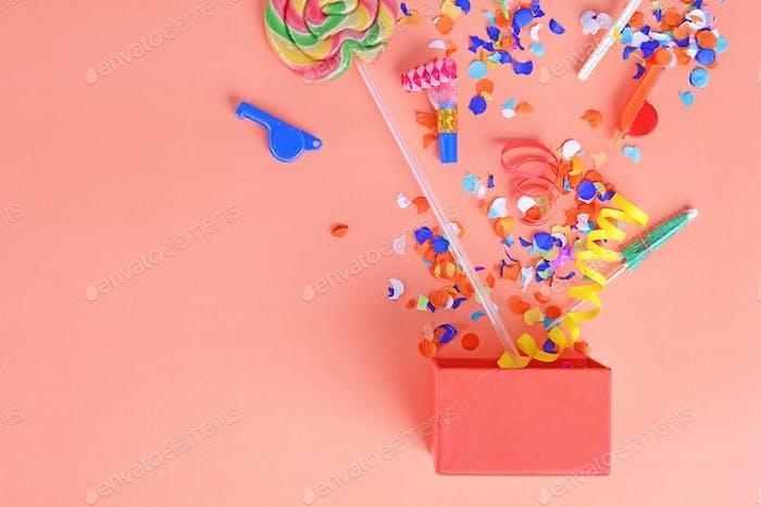 Bunter Partyrahmen mit Geburtstags-Objets