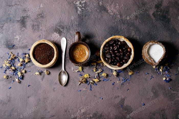 Frischer Kaffee in Keramiktasse