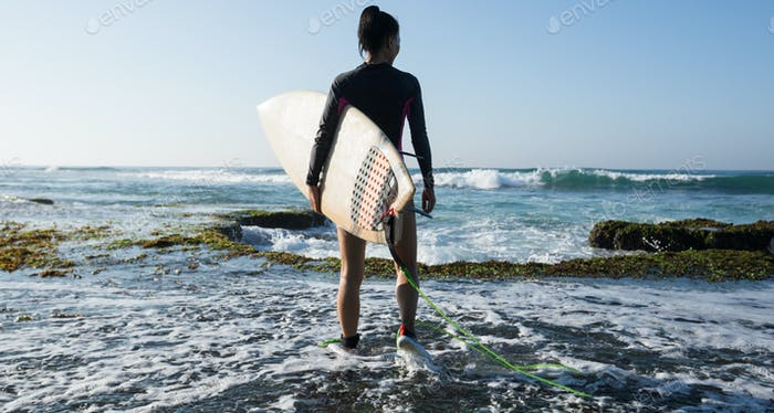 Surfer going to surf