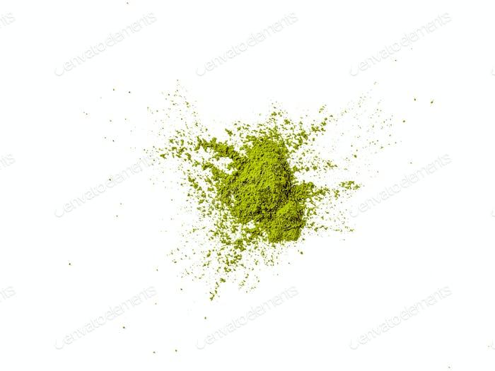 Grünes Matcha-Tee-Pulver Explosion, weißer Hintergrund