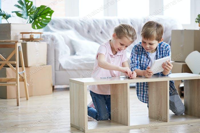 Little Siblings Assembling Wardrobe