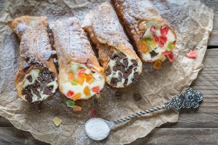 Cannoli stuffed with cream cheese