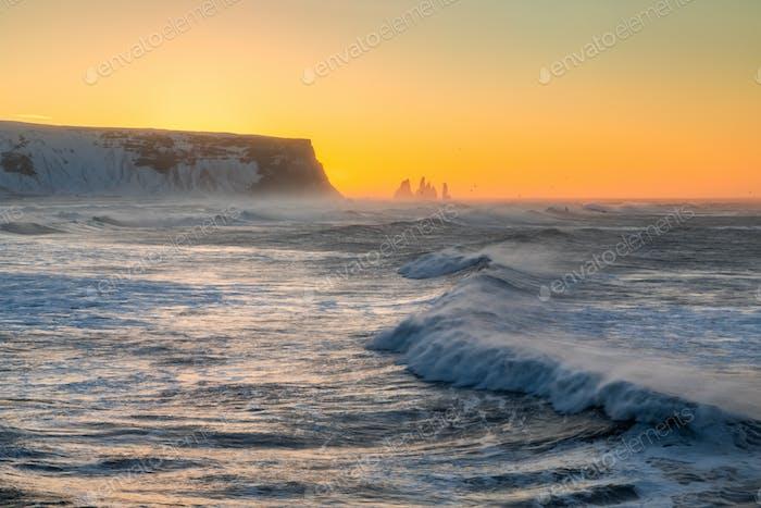 Sonnenaufgang am Cape Dyrholaey, dem südlichsten Punkt Islands