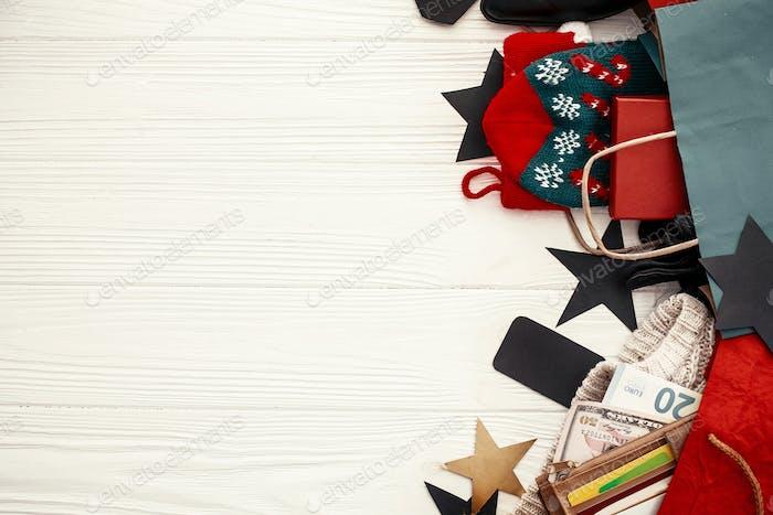 Weihnachtseinkäufe und saisonale Verkauf. Werbeapp