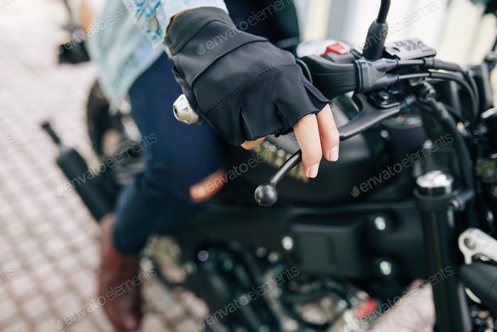 Motorradfahrer Drehgriff
