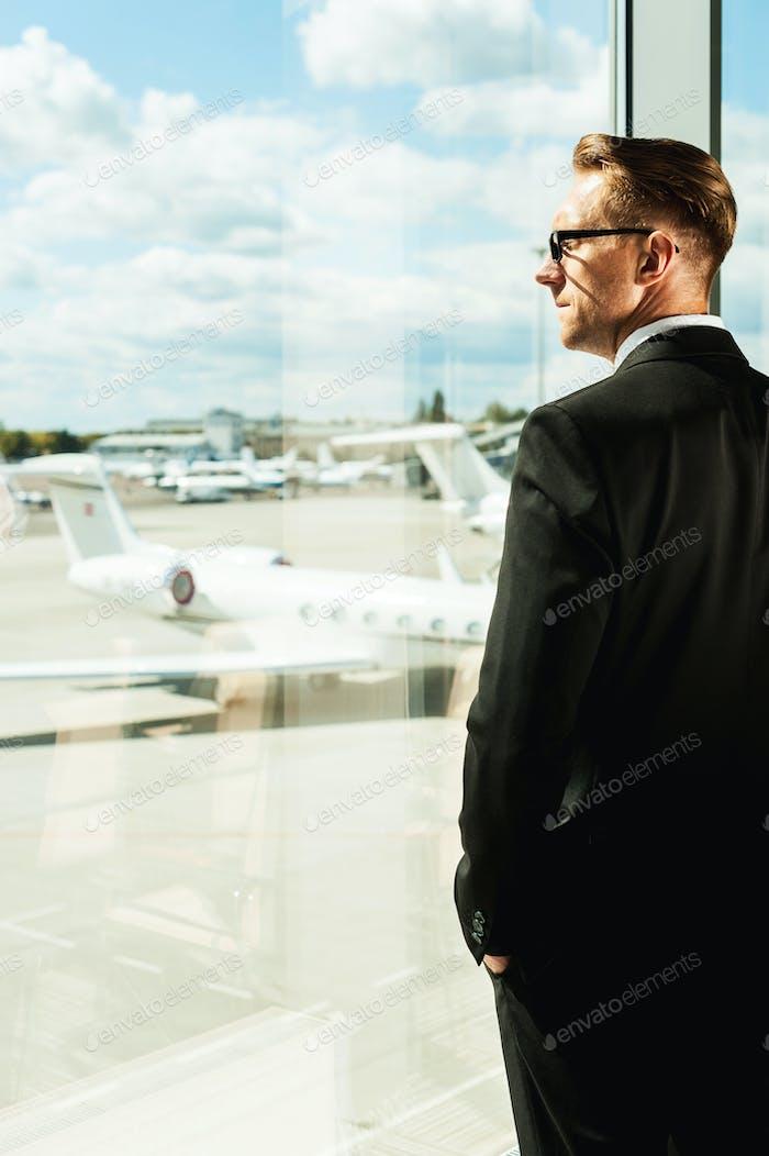 Ich warte auf den Flug.
