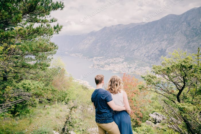 couple relax in mountains