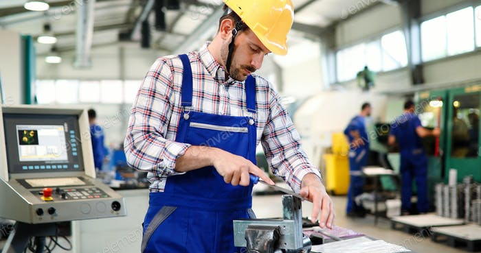 Industriefabrik Mitarbeiter in der metallverarbeitenden Industrie
