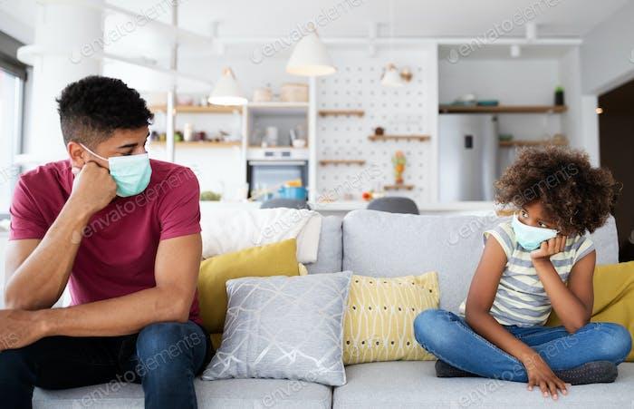 Familia se separan debido a la cuarentena Corona Virus Covid-19, distanciamiento social