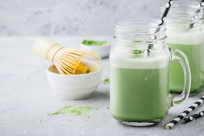 Batido de té verde de vainilla Matcha en tarro de albañil