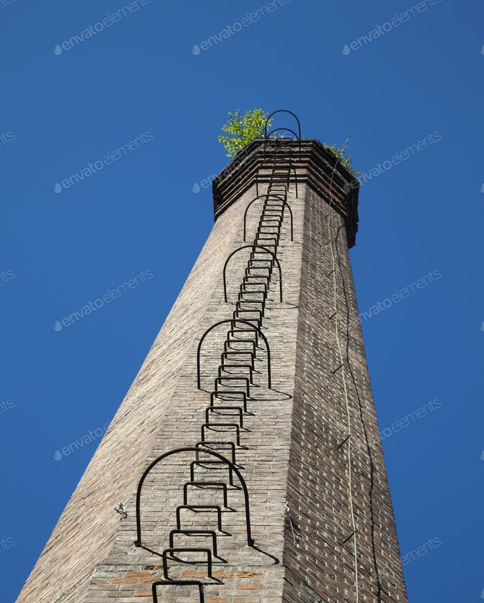 Backstein-Turm
