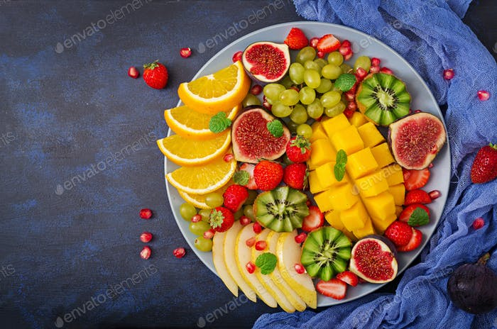 Platter fruits and berries.