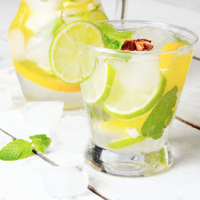 Jarra con Lima y Naranja Fruta Agua con Hielo