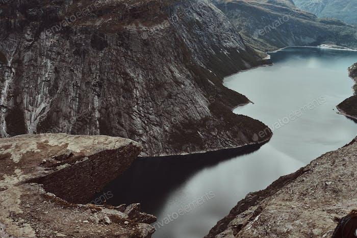Erstaunliche Aussicht auf einen schönen norwegischen Fjord.