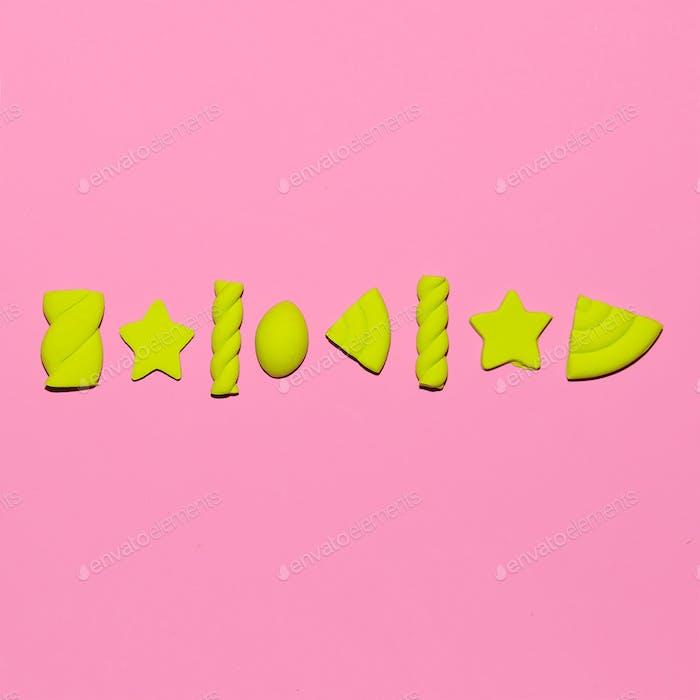 Süßer Liebhaber Süßigkeiten-Stimmung. Marshmallows. Minimale Flatlay-Kunst