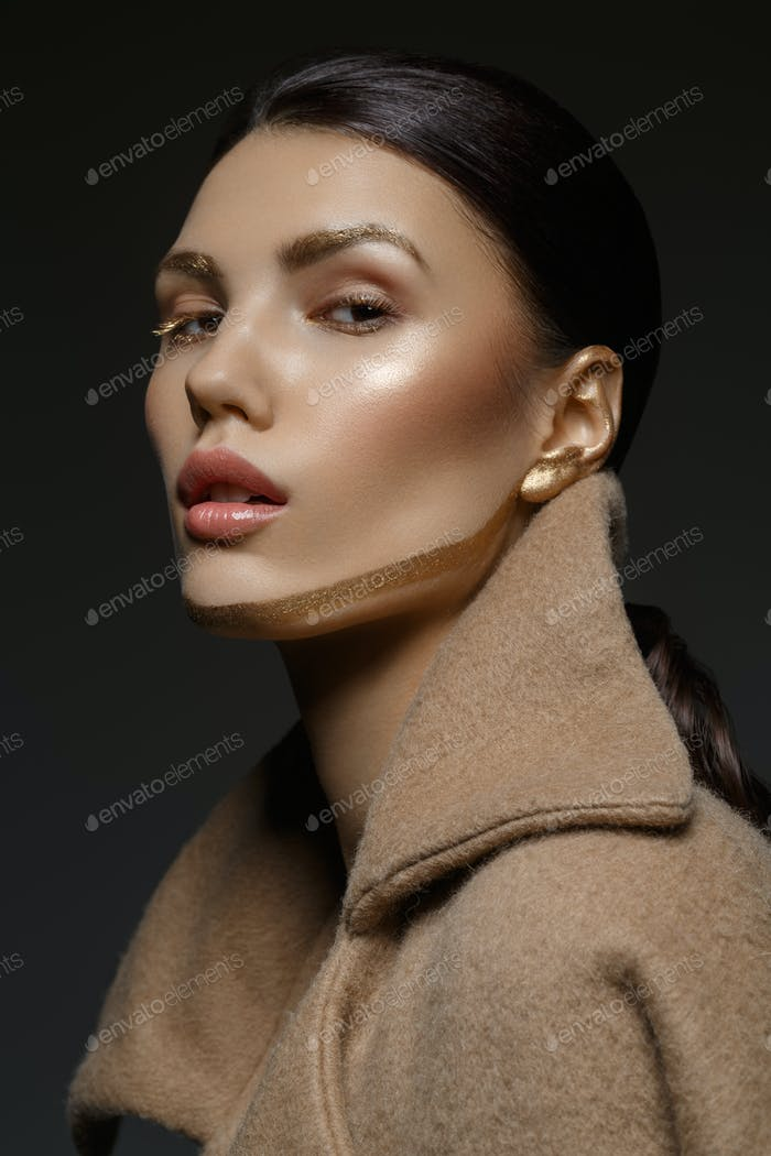 girl with golden line on face