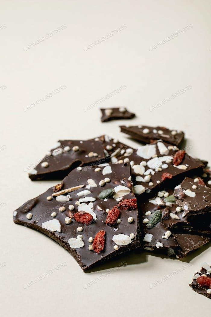 Gehackte dunkle Schokolade
