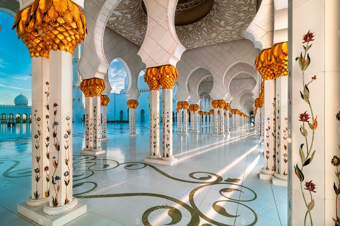 Sunset view at Sheikh Zayed Grand Mosque, Abu Dhabi, United Arab Emirates