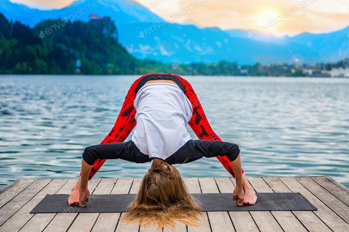 Yoga nature mindfulness lake2  0600 n