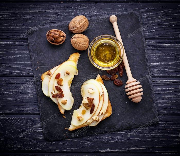 Toasts with apple, walnuts, raisin and honey