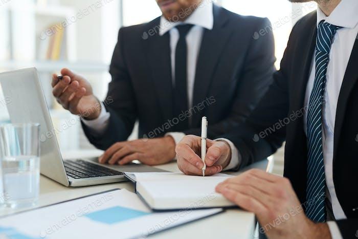 Making notes during presentation