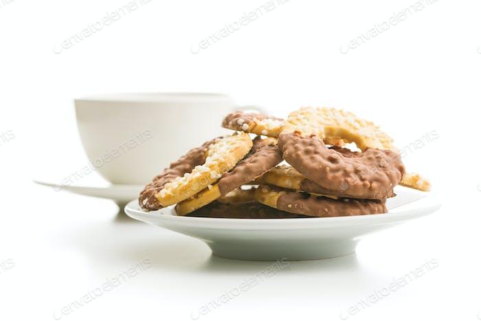 Süße Kekse Ringe. Kekse mit Schokolade.
