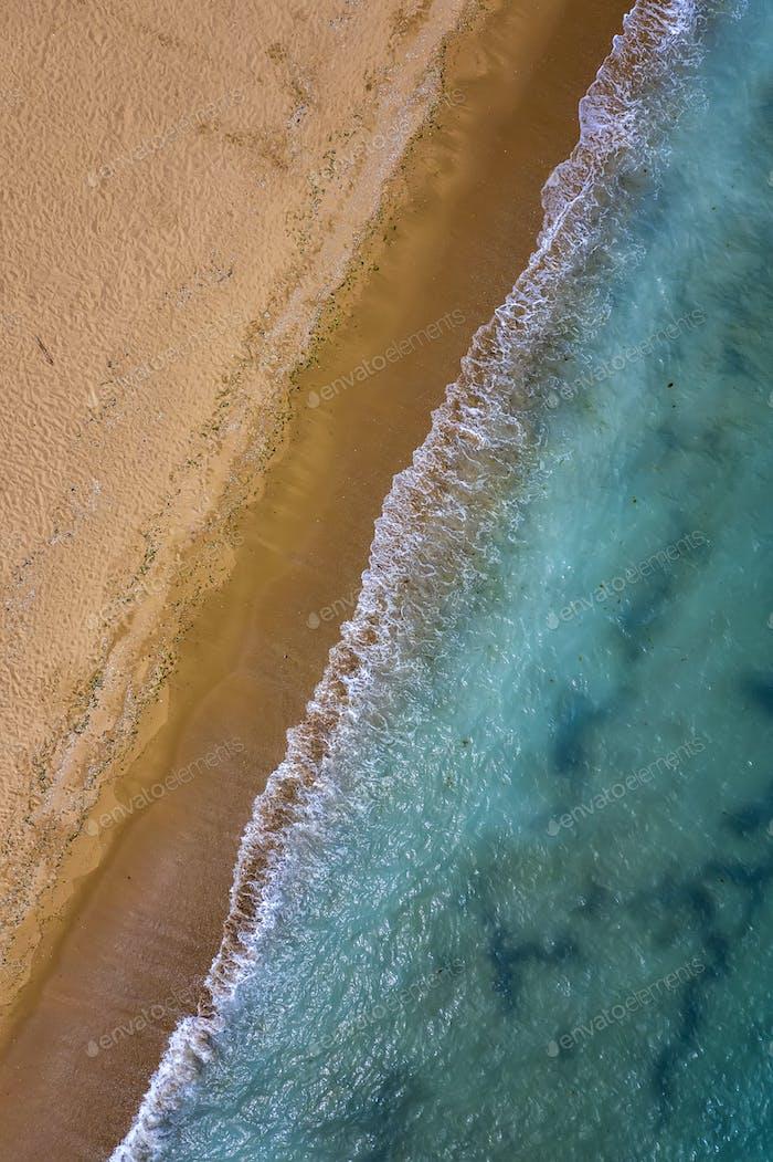 Meer und gelber Sand