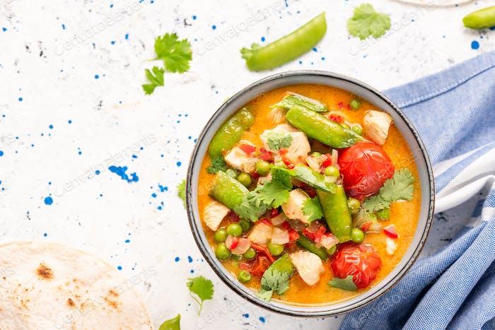 Buntes frisches und gesundes indisches Curry mit Gemüse