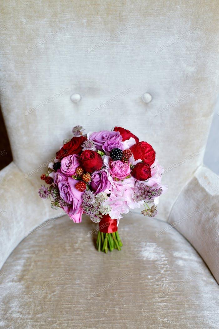 Schöne Hochzeit bunte Blumenstrauß für die Braut