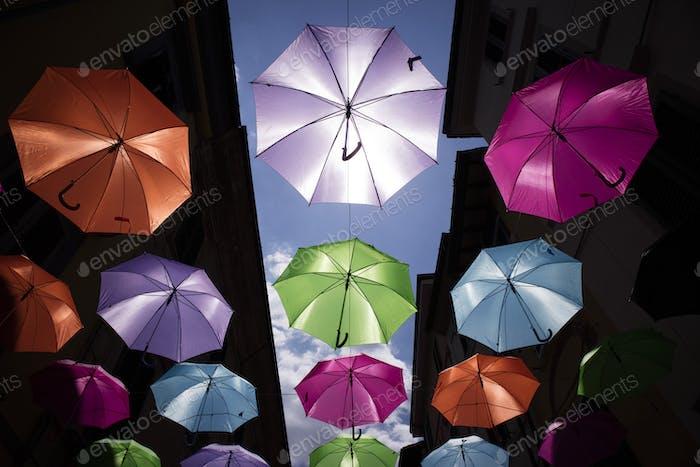 Paraguas de diferentes colores