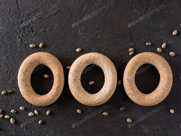Ring-shaped cracknel with whole grain hemp flour