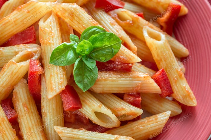 Penne with tomato sauce and fresh red pepper