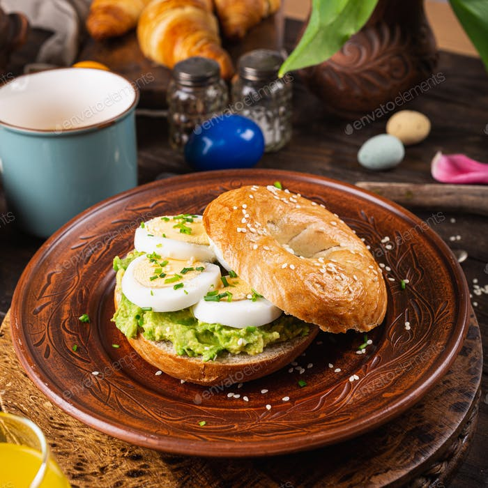 Healthy freshly baked bagel filled with eggs