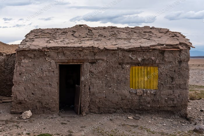 Abandoned adobo hut in the middle of the Bolivian highlands