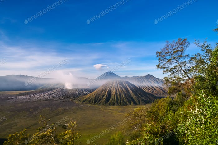 Gunung Bromo in der Morgendämmerung