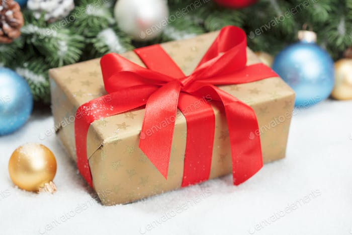 Ggift box with Christmas decoration