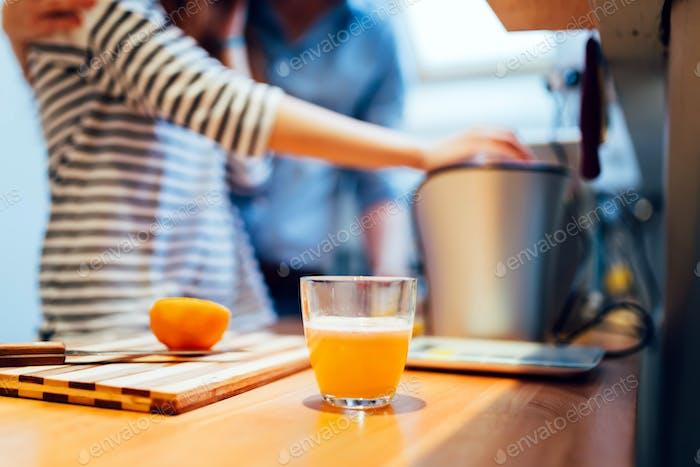 Frischer Bio-Orangensaft