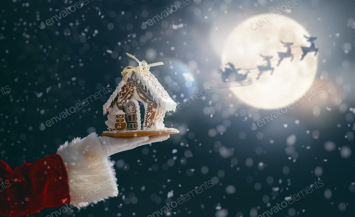 Gingerbread house in the hand.