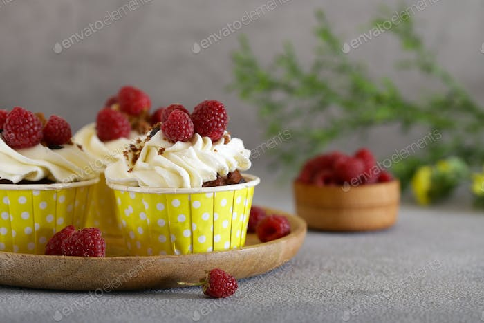 Cream Cupcakes with Raspberries