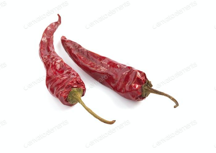 getrocknete Pfeffer Chili auf weißem Hintergrund