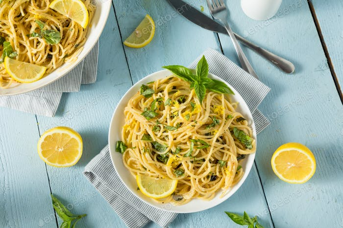 Espaguetis casero de albahaca limón