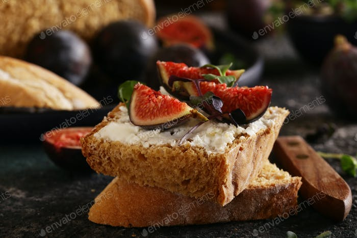 Sandwich with Cheese and Figs