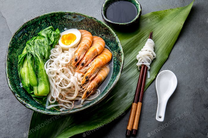 Asian rice noodles with srimps and pok choi